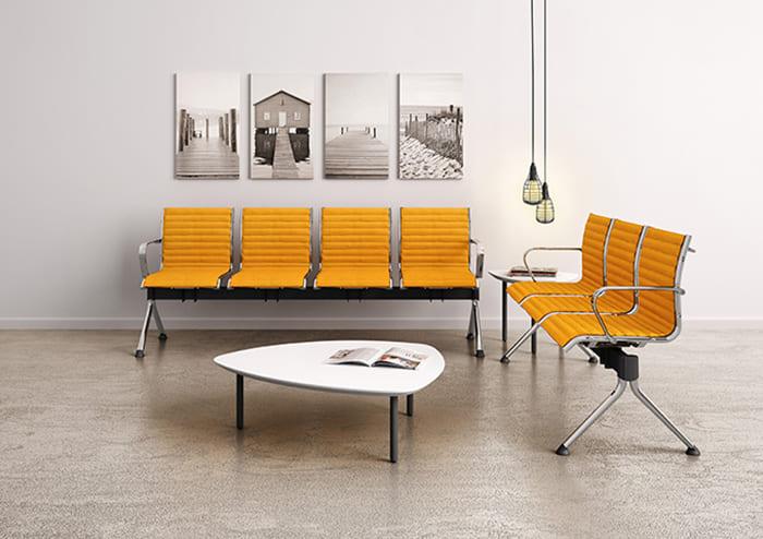 Kiểm tra chất lượng sản phẩm của ghế bằng dài bọc nệm trước khi thanh toán