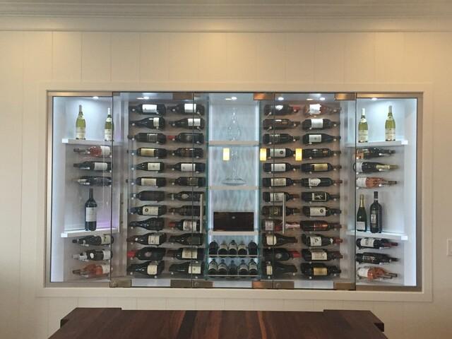 Mẫu tủ rượu vang bằng kính âm tường